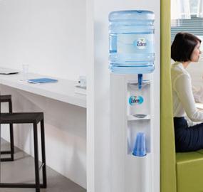 Seks grunner til at du bør ha en vannmaskin på kontoret